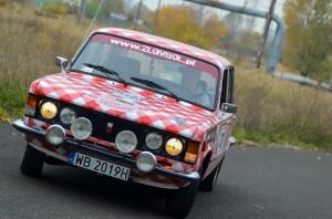 Prototypowa wersja Fiata 125p wykonana z materiałów kuchennych przez koło gospodyń wiejskich z Pułtuska.